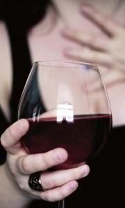 vin-rosu-femeie