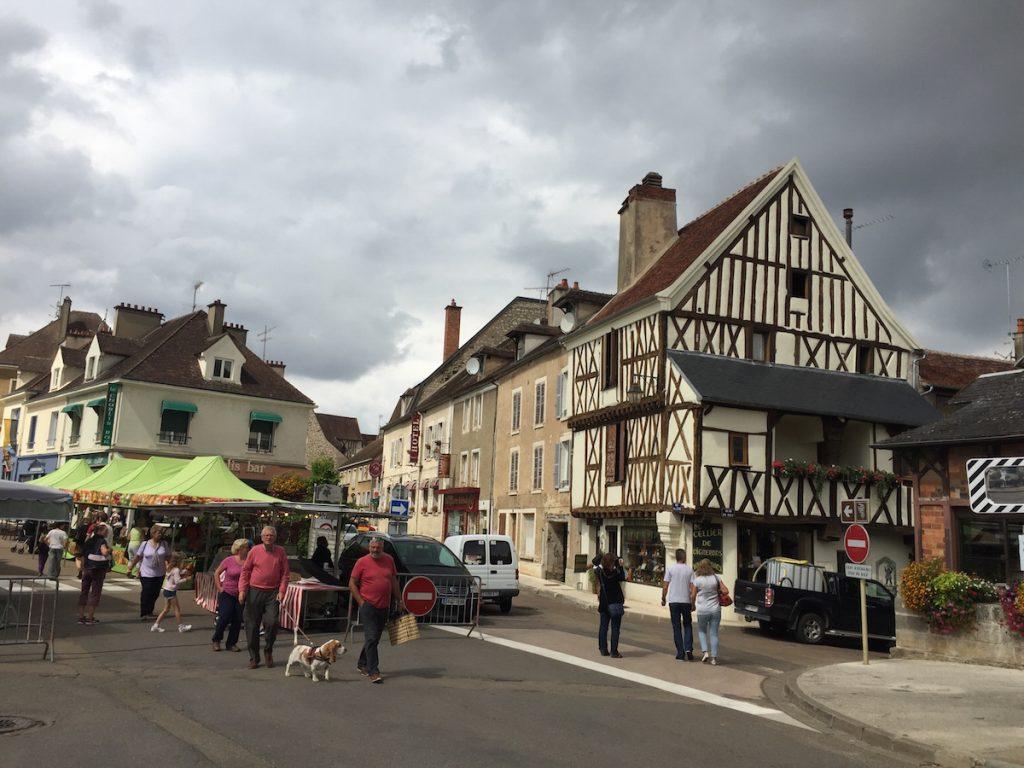 Centrul Chablis după piața duminicală