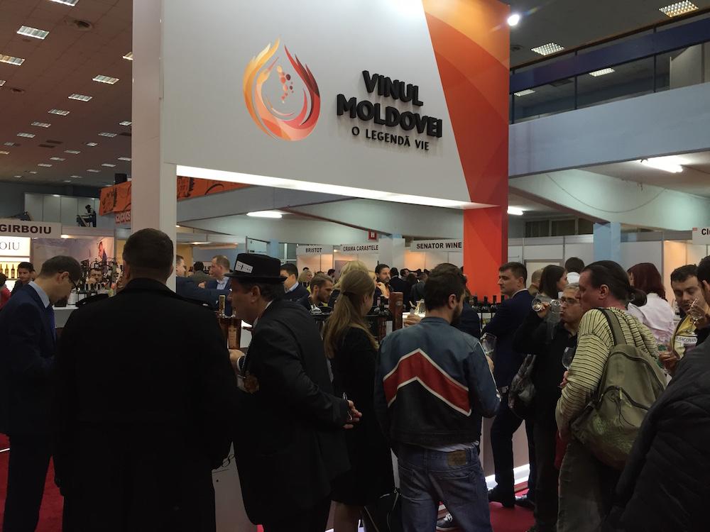 Wine of Moldova stand aglomerat