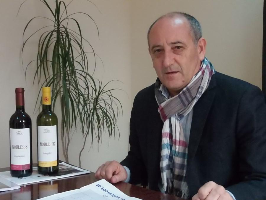 Panait Trantu (Iota) conduce Vinex Murfatlar (cunoscută și drept Crama Trantu) după ce a acumulat o experiență de peste 30 de ani în vinurile dobrogene