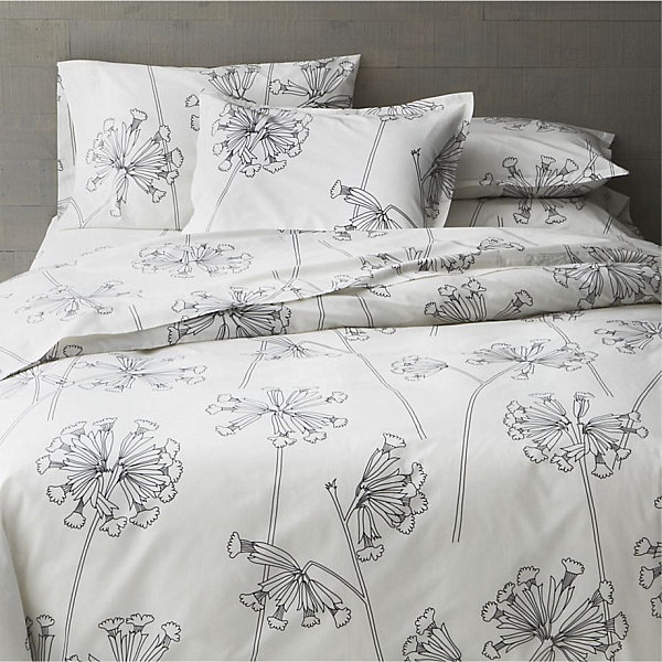 Black-and-white-floral-bed-linens[1]