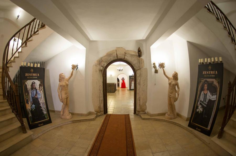 Expozitie Zestrea la Castelul Jidvei lowrez