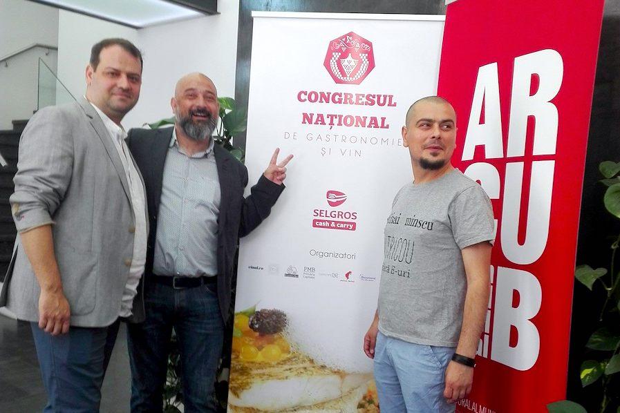 Chef Nico Lontras (stânga) și publiciștii Cezar Ioan (mijloc) și Cosmin Dragomir (dreapta) au fost inițiatorii primului Congres și ai Manifestului pentru gastronomia și vinurile din România, care au condus la apariția unei Legi care declară prima duminică din octombrie Zi națională a gastronomiei și vinurilor din România
