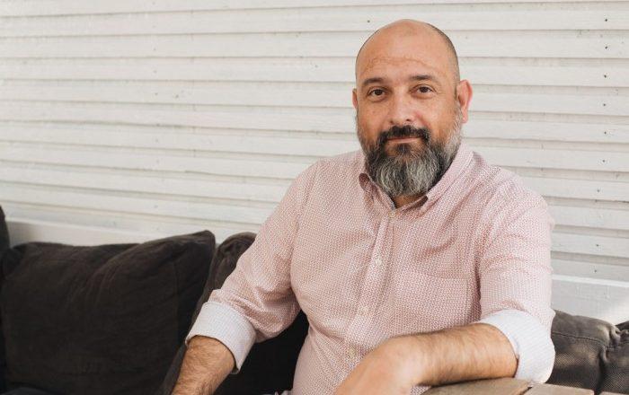 Cezar Ioan (Vinul.Ro) este inițiatorul primului volum de recomandări de vinuri românești scrise de bloggeri și comunicatori de profil