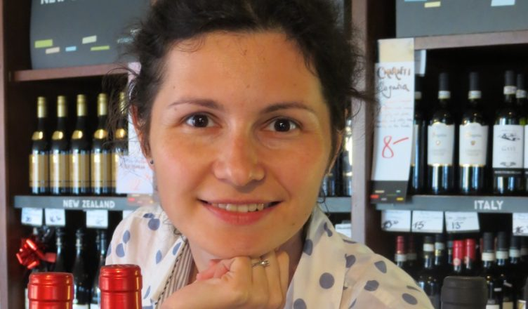 Ana Emilia Sapungiu MW este singurul Master of Wine de origine română. Ea a prezidat întâlnirile Vinarium de la București, menite să selecteze 100 de vinuri românești reprezentative pentru a sărbători 100 de ani de la Marea Unire