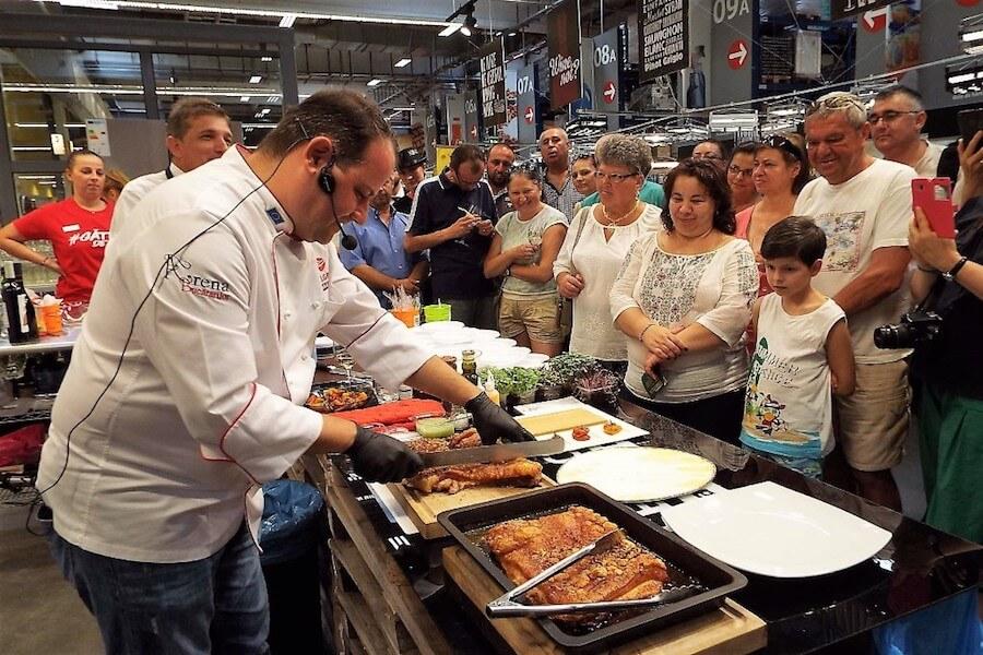 Festivalul de vinuri Selgros Bacău are ca vedete și preparatele gastronomice realizate de către chefi celebri ai României