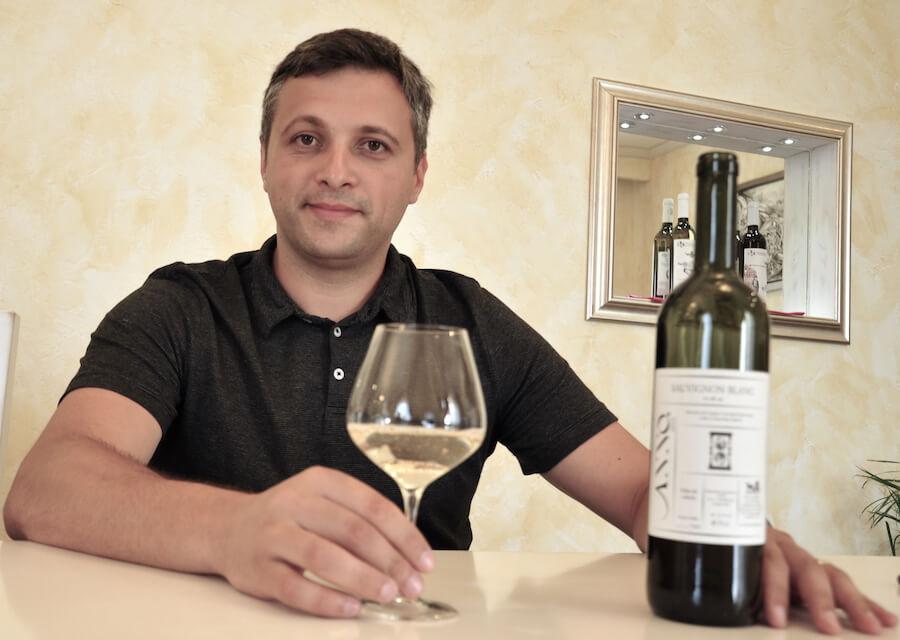 Gabi Lacureanu, oenologul și directorul cramei Licorna Winehouse