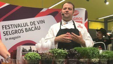 Chef Nico Lontras a fost unul dintre bucatarii vedeta invitati să susțină demonstrații de artă culinară la Festivalul de Vin Selgros Bacău