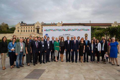grupul speakerilor la conferinta globala turism viticol