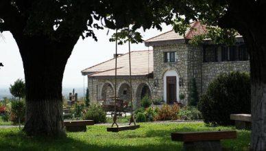 Conacul Apogeum, de la Tohani, a aparținut Principelui Nicolae, fratele Regelui Carol al II-lea. A fost restaurat și dat în folosință pentru turism viticol în 2018
