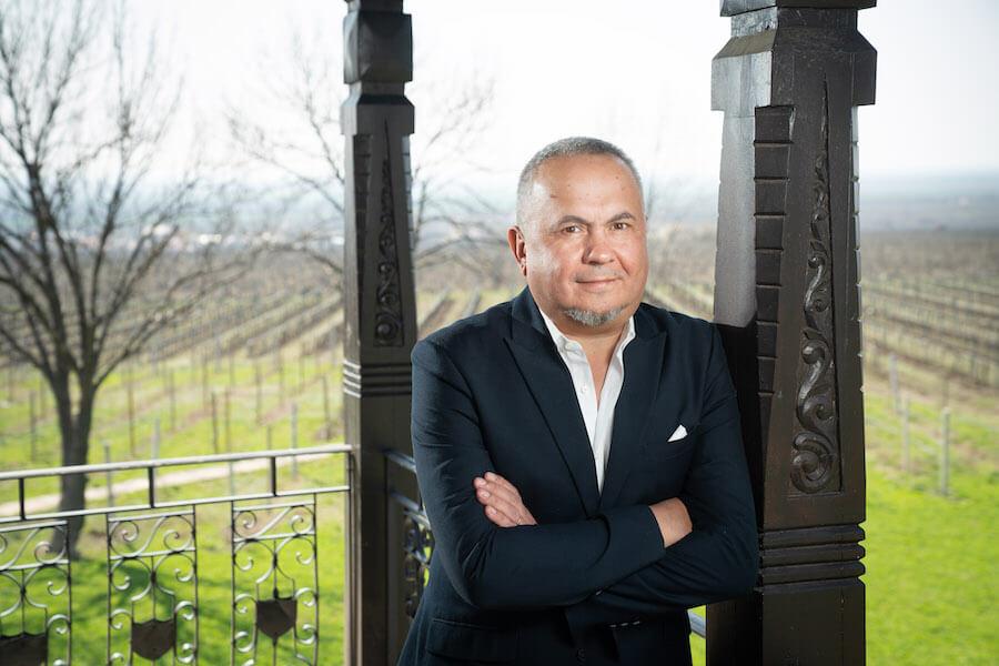 """Antreprenorul Virgil Mândru a declarat în repetate rânduri, de-a lungul timpului, că preocuparea lui """"de suflet"""" în domeniul vinului este punerea în valoare a soiului autohton de struguri Fetească neagră"""