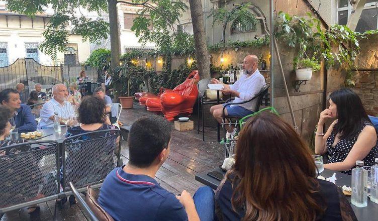 Relansarea cărții Connaisseur fără ifose a avut loc la Bistro 15A, în București, cu o degustare de vinuri Caloian de la Crama Oprisor