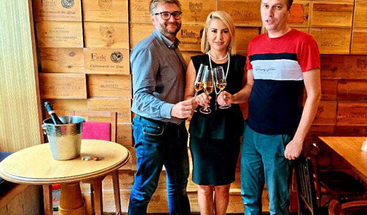 Odată cu redeschiderea wine barului CORKS sub managementul noilor proprietari, spiritul locului și conceptul inițial vor fi păstrate