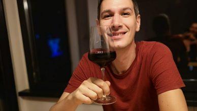 Un interviul cu regizorul Radu Potcoavă explorează oportunitatea product placement-ului de vinuri românești în cinematografie