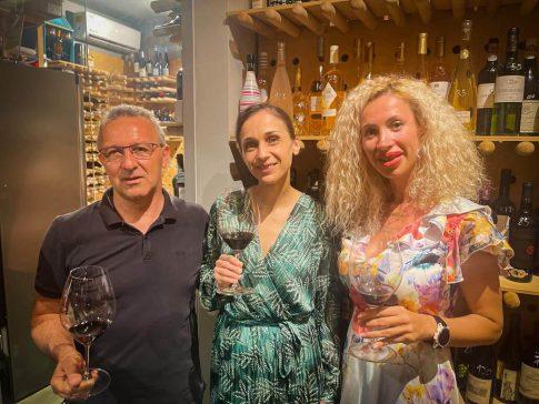 Vinul.ro susține proiectul Asociației Winelover Romania și a fost reprezentat la lansare de Adelina Boboc, PR&Event planner
