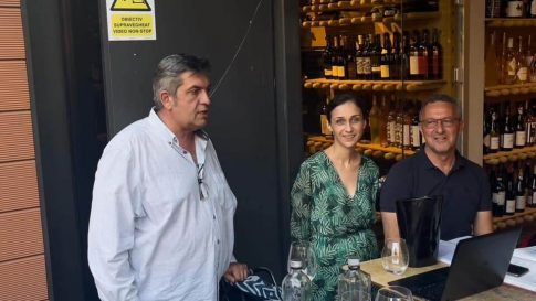 Răzvan Stoenescu, unul dintre fondatorii Asociației Winelover România, a prezentat proiectul alături de Julia și Bruno Scavo