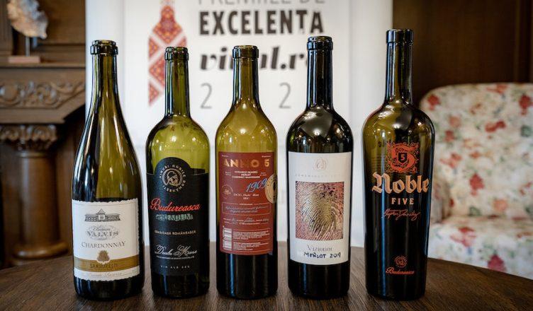 Cele 5 cu Mare Medalie de Aur la Premiile de excelență Vinul.ro 2021 (peste 95 puncte) sunt: Chardonnay Chateau Valvis 2020, Tămâioasă românească Budureasca Premium 2019, Licorna ANNO 5 - 1909, Merlot Vizionar 2019 de la Domeniul Aristiței, Noble 5 de la Budureasca