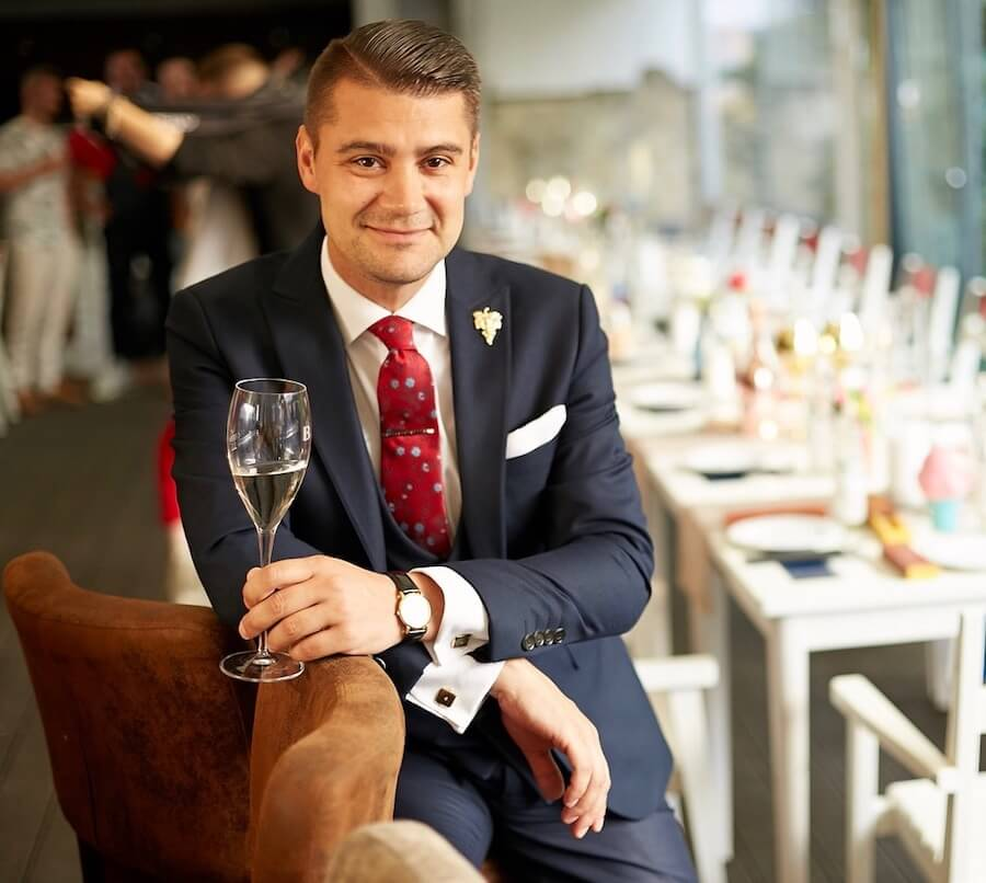 """""""Sonorum este sunetul de Chardonnay de la Gramofon Wine!"""", spune somelierul Virgil Mănescu"""